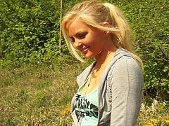 Blonde, Naturelle, De plein air, Réalité, Timide, Se déshabiller, Allumeuse, Adolescente