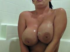 Sexy Brit Sophie Dee Soaks Her Huge Tits