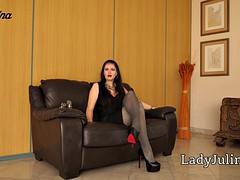 sklave reinige d. high heels von domina lady julina mistress