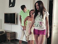 Дочка, Две девушки, Милф, Мамочка, Мачеха, Молоденькие, Втроем