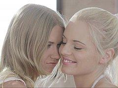 Lesbian teens Vanda & Violette