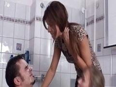 Salle de bains, Humiliation