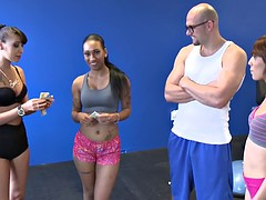 Skinny babe pounded in the gym for cash