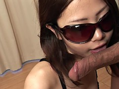 Shy babe likes to give head with her sunglasses on