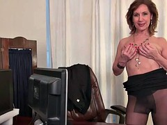 American MILF tracy works her pussy nyloned