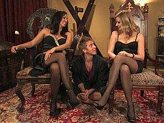 Blonde, Domination, Femme dominatrice, 2 femmes 1 homme, Groupe, Maîtresse, Jarretelles, Plan cul à trois