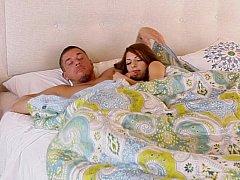 Chambre à dormir, Sucer une bite, Brunette brune, Couple, Hard, Maigrichonne, Adolescente