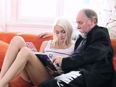 Enthousiasteling, Blond, Softcore pornografie, Tiener