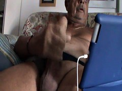 l'I masturbate keeping my ipad