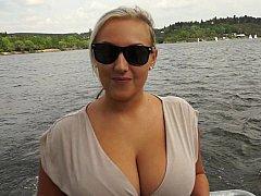 Grosse titten, Blondine, Vollbusig, Tschechisch, Geld, Natürlichen titten, Im freien, Realität