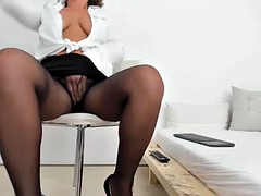 sexy mature woman masturbate on cam show