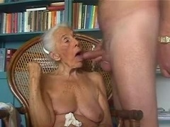 Mature grandma loves to give bj young flag pole