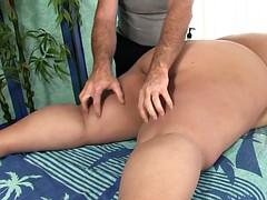 Belle grosse femme bgf, Brunette brune, Rondelette, Massage