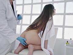Anaal, Bruinharig, Sperma shot, Europees, Vingeren, Vuisten, Rijden, Uniformpje