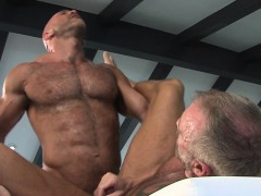 Gay muscled bear spunk
