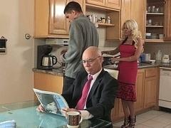 Blondine, Betrug, Hardcore, Hausfrau, Küche, Milf, Mutti, Stiefmutter