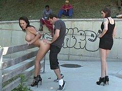 Минет, Брюнетки, Две девушки, Секс без цензуры, Унижение, На публике, Высокие, Втроем