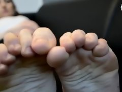 erotic feet - caught at smelling gym sock