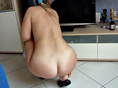 Nude Big Butt PAWG cleans the room