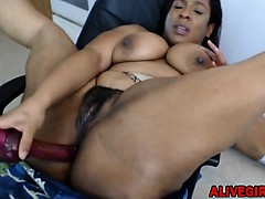 Kinky ebony BBW TheCaramelKitten fucks her big chocolate ass