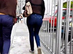 WALKING MILF IN JEANS BLUE