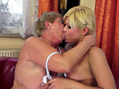 Shorthair mature pussyeating young babe