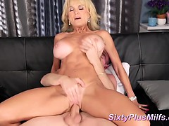 Hot amateur girl gets cunt pounded