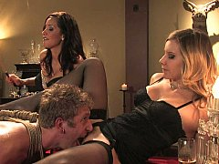 Brunette brune, Domination, Femelle, Femme dominatrice, 2 femmes 1 homme, Groupe, Lingerie, Maîtresse
