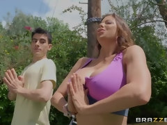 Yoga MILF Alexis Fawx gives Jordi a hand w/ his hard-on outdoors