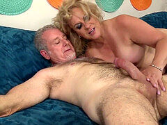 kinky Grandpa Has Hot Mature hump with round Floozy Summer